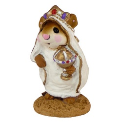 Mouse dressed as wise man with gift