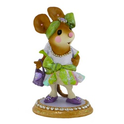 1920's high fashion lady mouse dressed for dancing