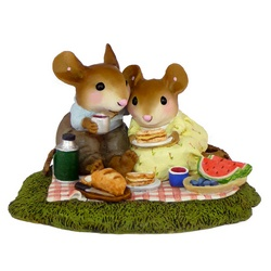 Loving couple of mice enjoying a picnic on the grass