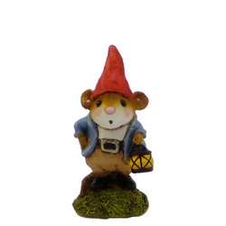 Small garden mouse gnomw holding a lamp