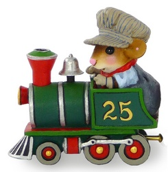 Mouse driving Christmas train