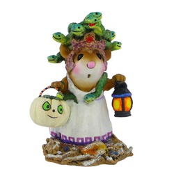 Mouse with snakes in her hair, a lamp in one and a pumkin basket in another