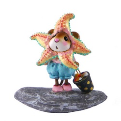 Girl mouse in starfish costume