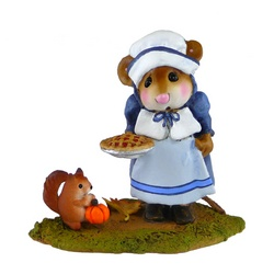 Female pioneer mouse hold a pumpkin pie with squirrel at her feet