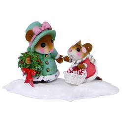 Mother mouse holding wearth and duaghter with cnady cane basket treking through the snow