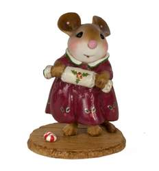 Mother mouse holding a Christmas Cracker