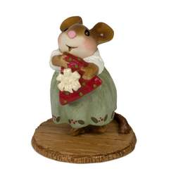Lady mouse with giftwraped cheese