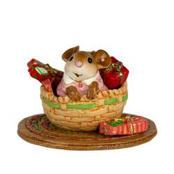 Who's this little sweetie mouse popping out from beneath presents!