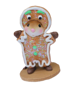 Young mouse dress in gingerbread costume